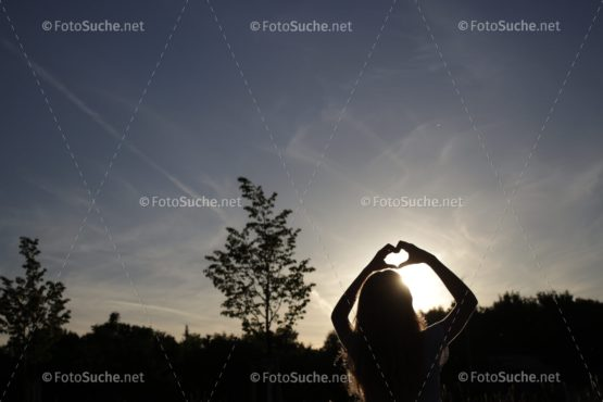 Herz Mädchen Sonnenuntergang Foto kaufen Fotoshop
