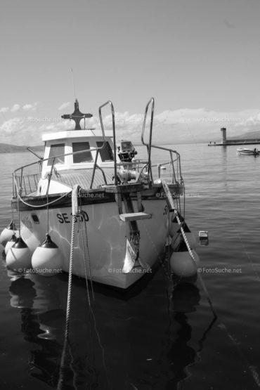 Foto Fischerboot Schwarz Weiss | Foto kaufen Foto kaufen | Fotosuchen