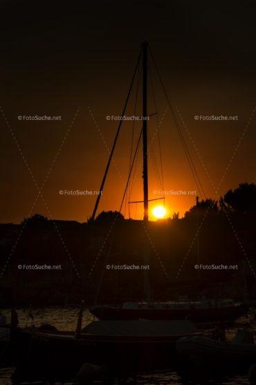 Foto Sonnenuntergang Segelboote | Idyllisch Foto kaufen | Fotosuchen