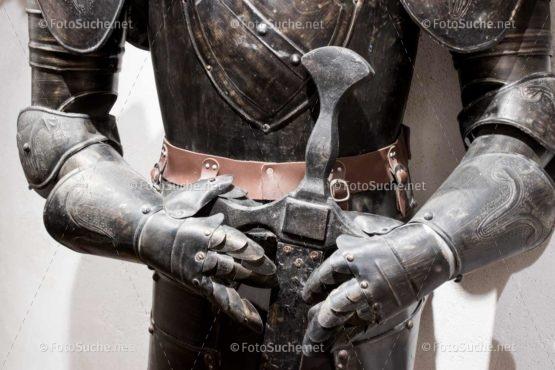 Foto Ritter Rüstung Schwert | Historisches Foto kaufen | Fotosuchen